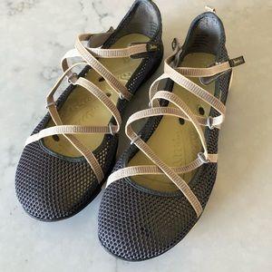 Jambu Water Shoes Sandals Size 8.5